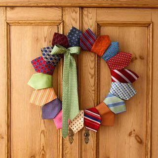 Tie-wreath-fb