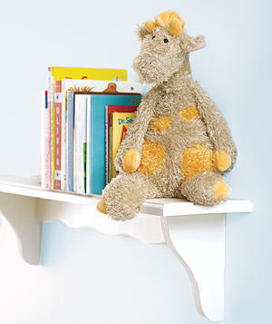 Girraffe-toy-shelf_300