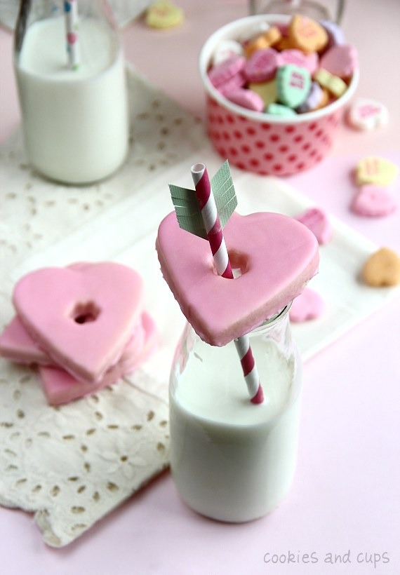 Heart-cookie-milk