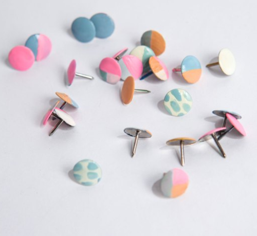 Diy-colorful-thumbtacks