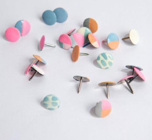 Diy-colorful-thumbtacks
