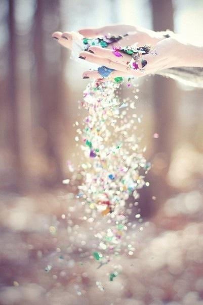 Confetti-hands